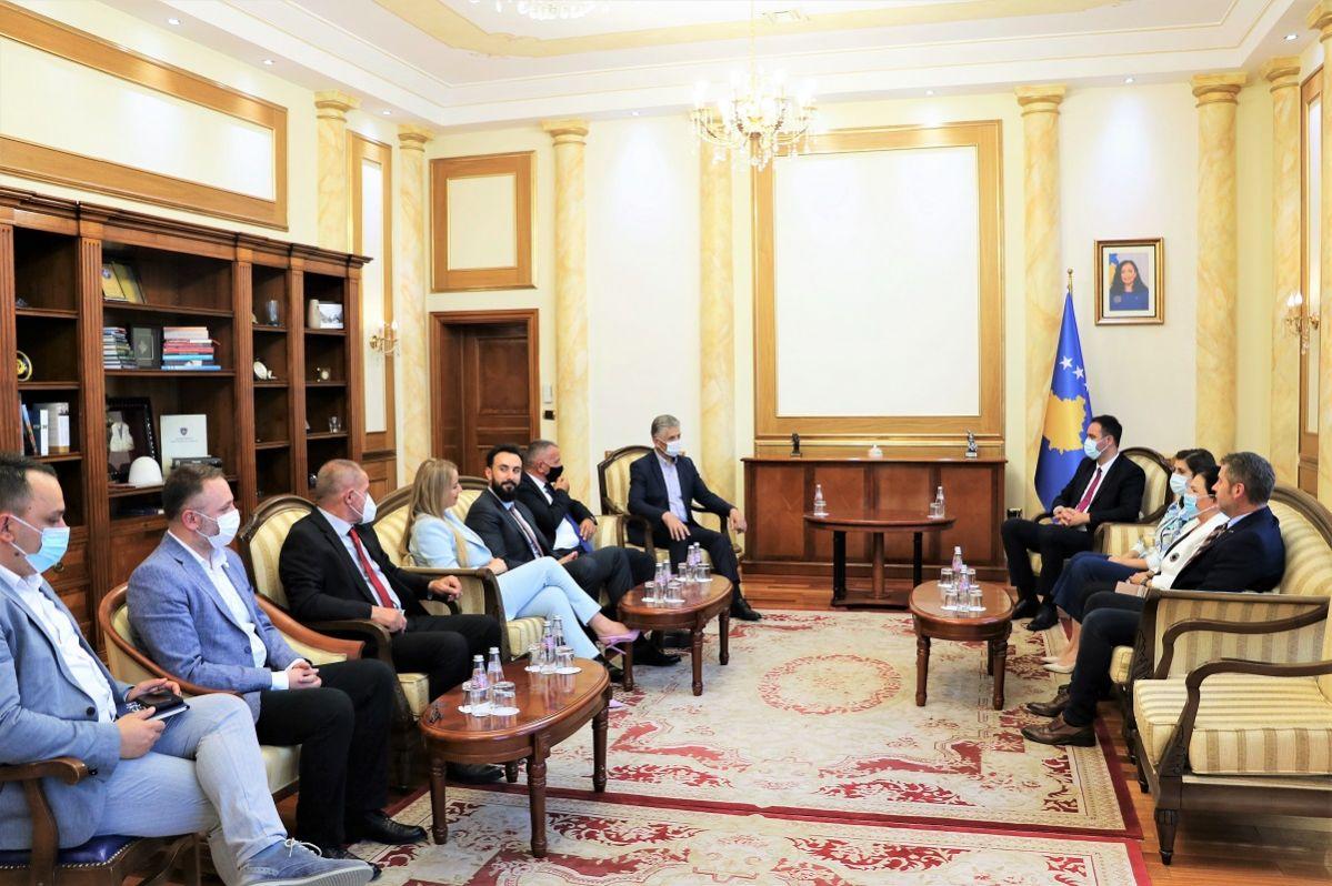 Predsjednik Skupštine Kosova Konjufca sastao se sa članovima poslaničke grupe